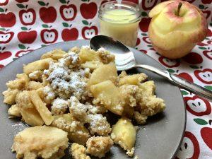 Apfel Crumble Dessert mit Vanillesoße