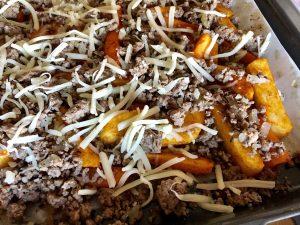 Kohlrabi Pommes mit Hack und Käse